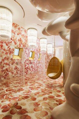 mondrian-marcel-wanders-interiors-hotels-doha-qatar_dezeen_2364_col_14-1704x2556