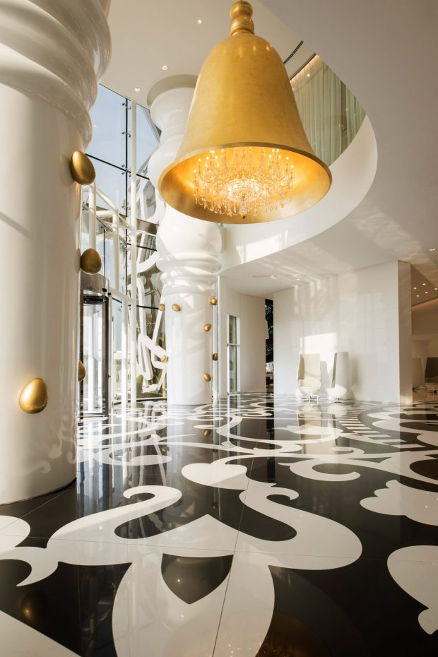 mondrian-marcel-wanders-interiors-hotels-doha-qatar_dezeen_2364_col_5-1704x2556