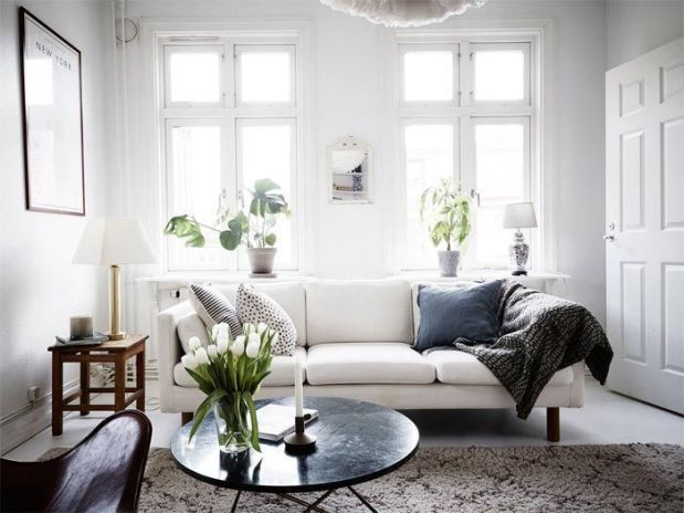 salon-con-sofa-blanco-duplex-decoracion-estilo-nordico-stadshem