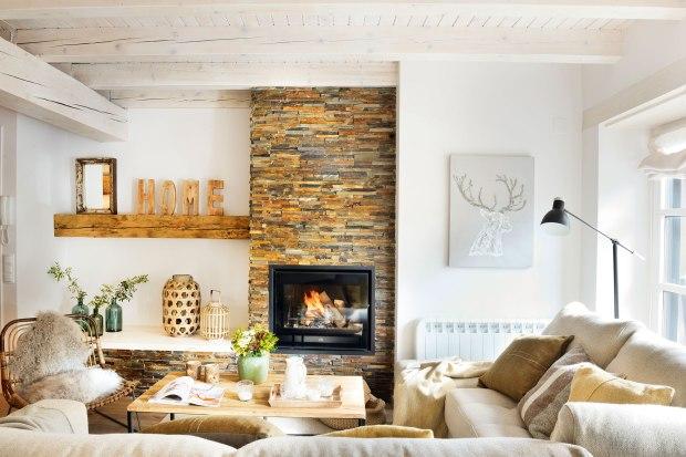 salon-rustico-nordico-con-chimenea-con-embocadura-de-piedra-y-paredes-en-blanco_d038e39d